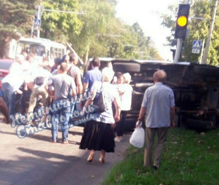 В Ставрополе перевернулась машина скорой помощи