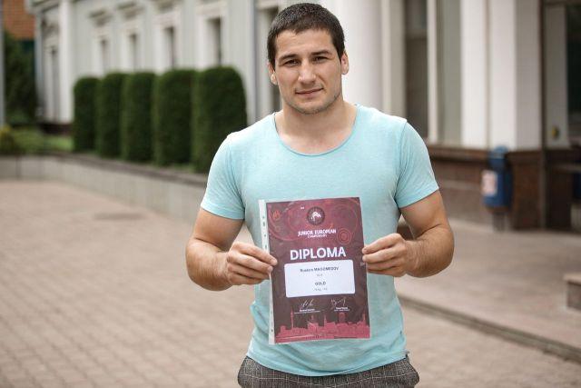 Ставропольский студент стал чемпионом Европы по вольной борьбе