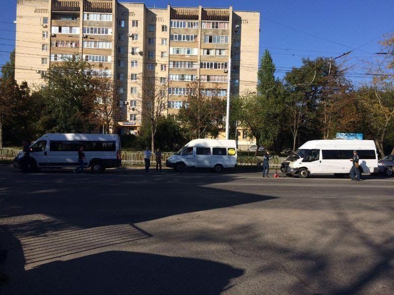 Встолкновении 2-х маршрутных такси вСтаврополе пострадала только одна пассажирка