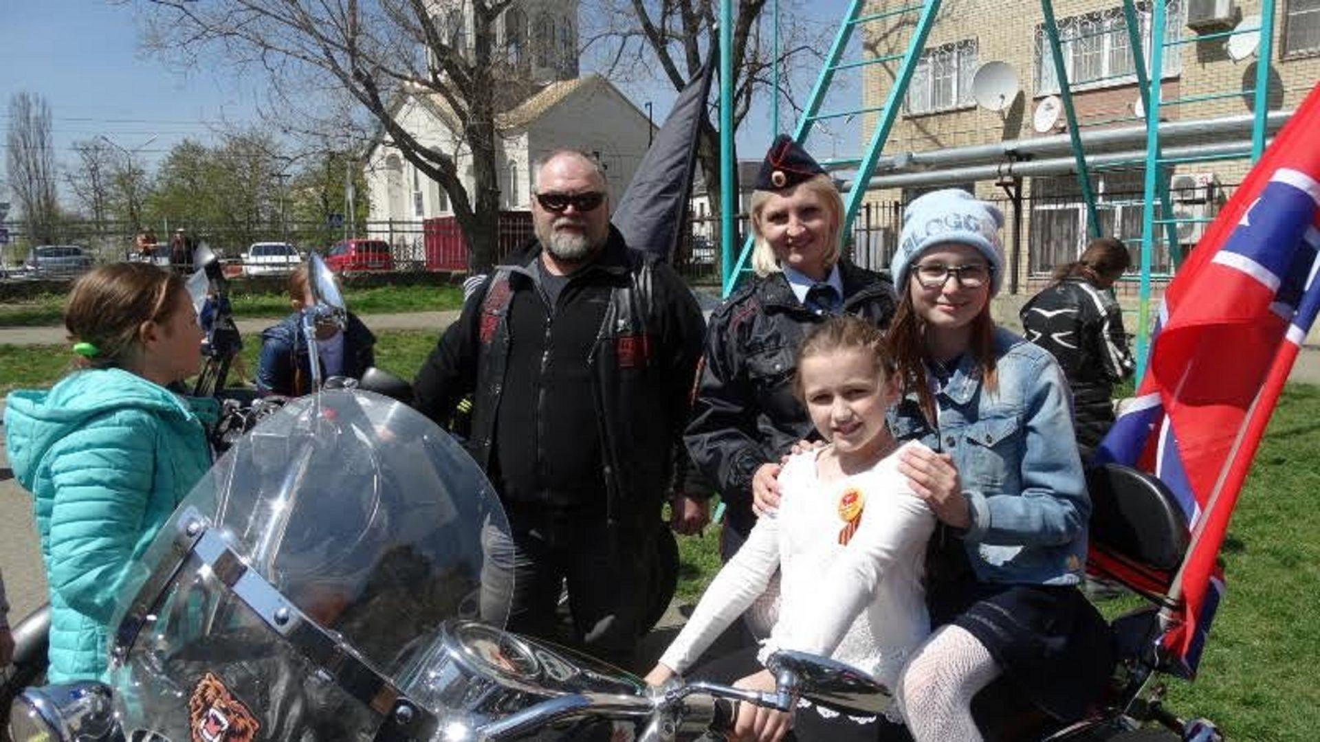 Автоинспекторы и ставропольские байкеры провели пропагандистский мотопробег «За безопасность на дорогах!»