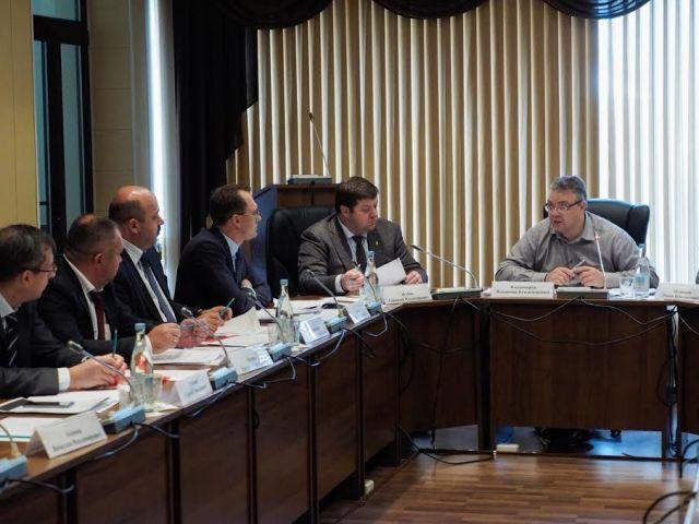 Губернатор Ставрополья посадил за один стол коммунальных начальников и недовольных горожан