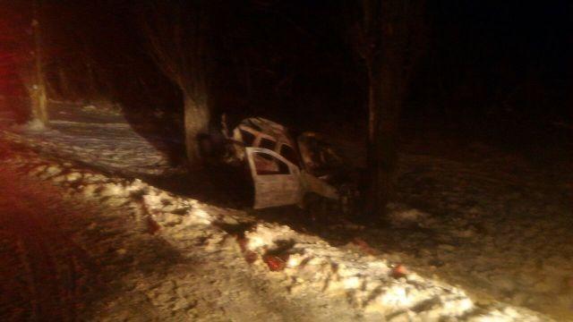 Под Ставрополем в ДТП загорелся автомобиль, пострадали два человека