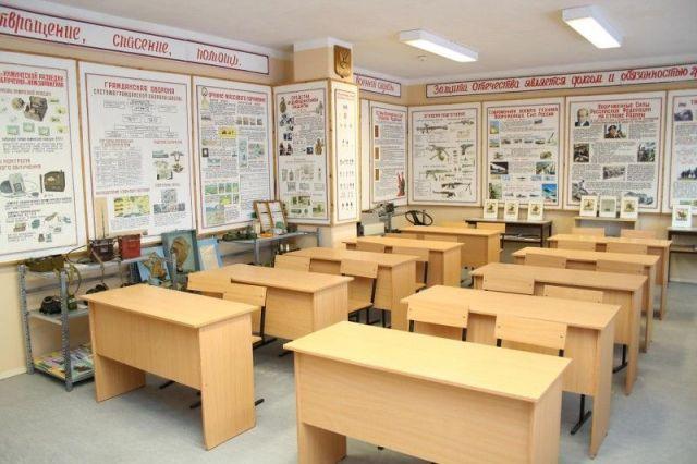 В Железноводске школьники похитили из кабинета ОБЖ пять пневматических винтовок и два макета АК-74