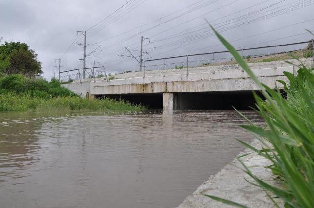 Из-за сильных дождей поднялся уровень воды в реке Бугунта в черте Ессентуков