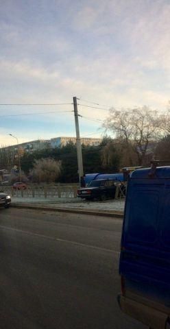 В Ставрополе водитель ВАЗа снёс дорожное ограждение