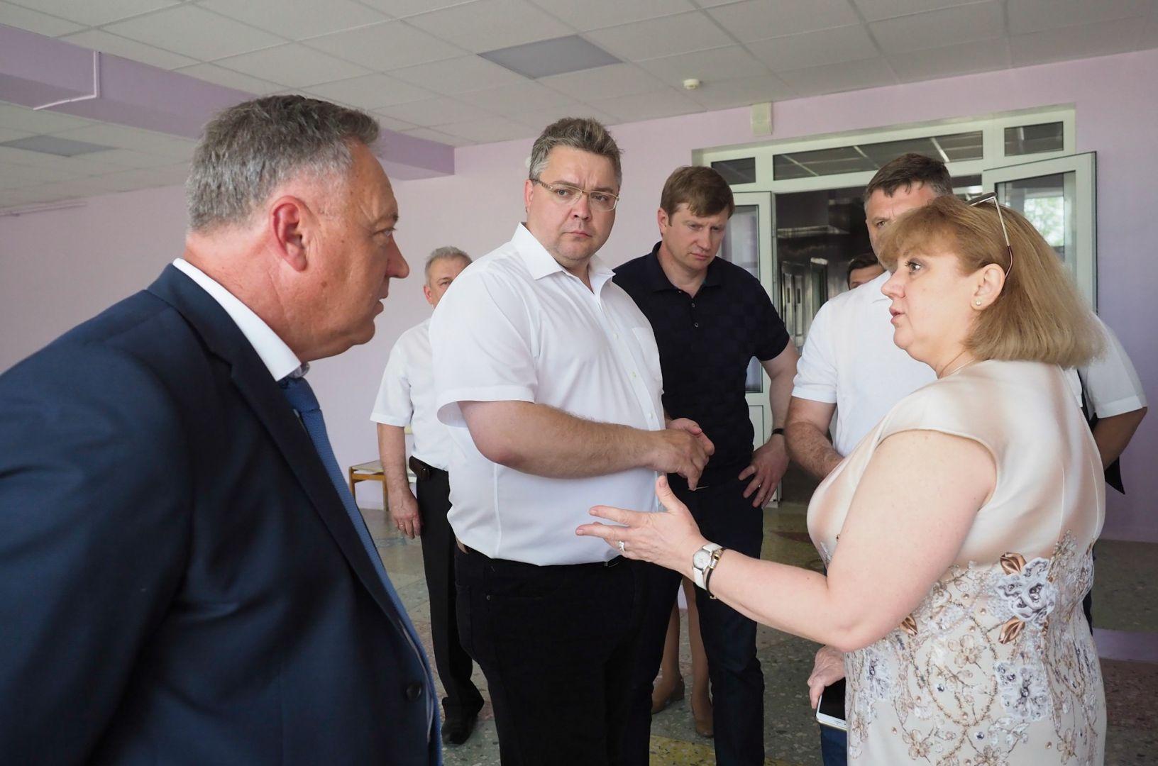 Глава Ставрополья проинспектировал строящиеся социальные объекты в двух районах края