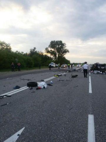 На Ставрополье легковушка врезалась в грузовик, погибла семья из Франции