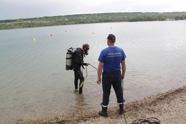 На Ставрополье спасатели достали со дна канала вещественное доказательство