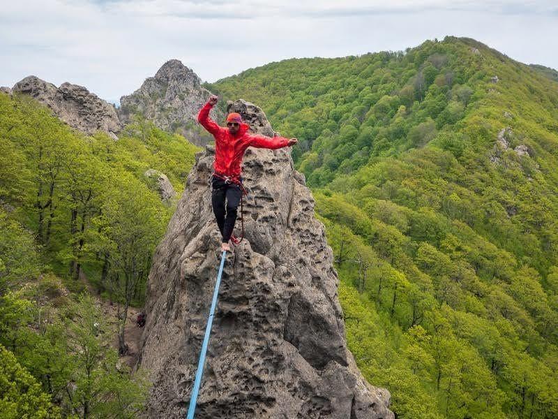 Гражданин  Нальчика прошел над ущельем иустановил рекорд Российской Федерации