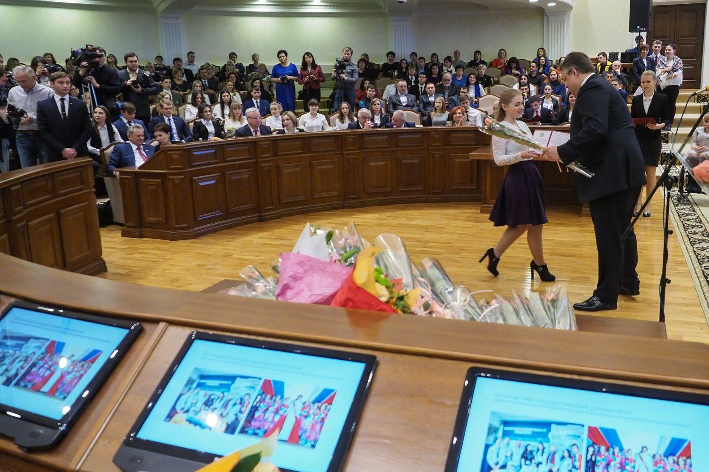 На Ставрополье Владимир Владимиров вручил удостоверения губернаторским стипендиатам