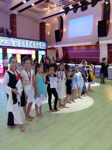 Ставропольские танцовщицы привезли 14 золотых медалейс олимпиады из Армении