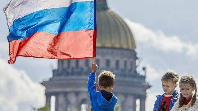 Большинство россиян связывают статус великой державы не с внешней, а с внутренней политикой