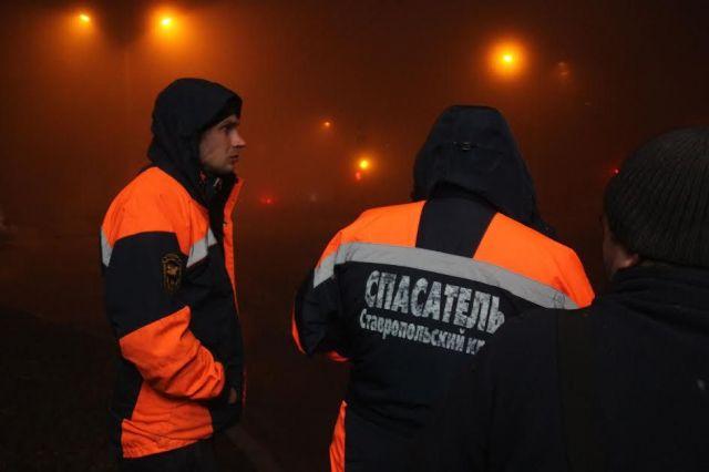 Ставропольские спасатели сняли пьяного мужчину с крыши дома