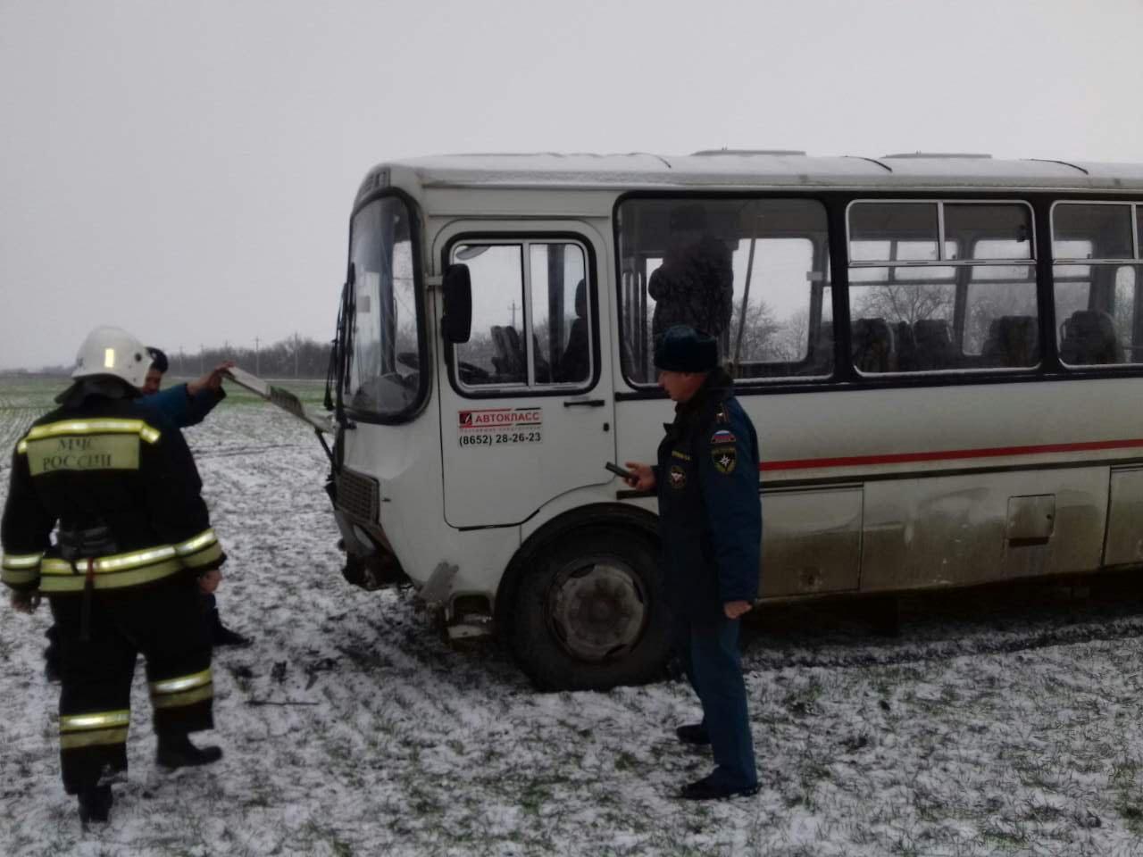НаСтаврополье автобус с сотрудниками съехалв кювет, четверо пострадавших