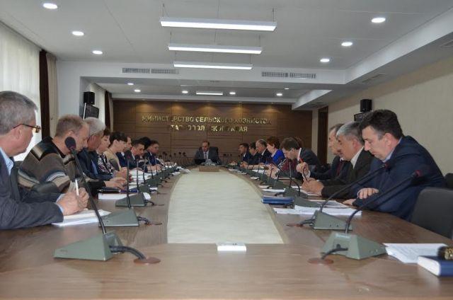 Оперативную обстановку в аграрной отрасли обсудили в минсельхозе края