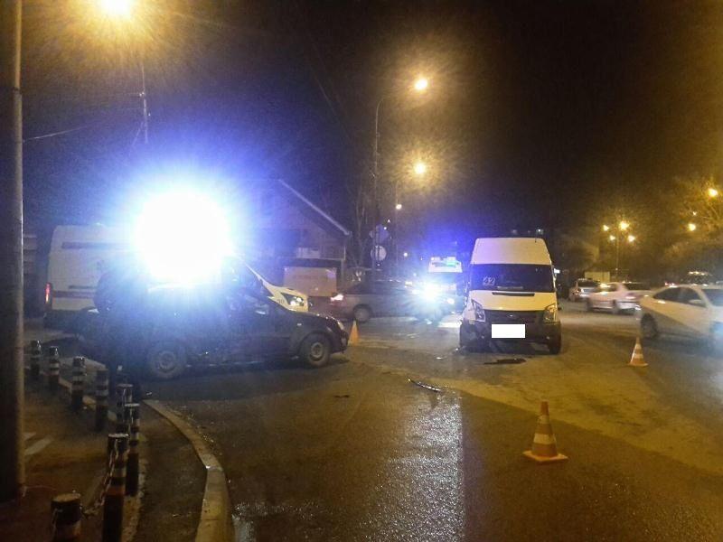 В Ставрополе столкнулись пассажирская маршрутка и иномарка