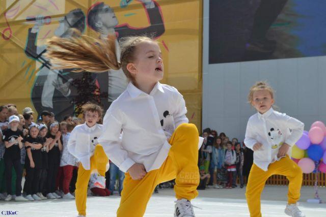 Праздник детства на Александровской площади подарил детям Ставрополя незабываемые эмоции