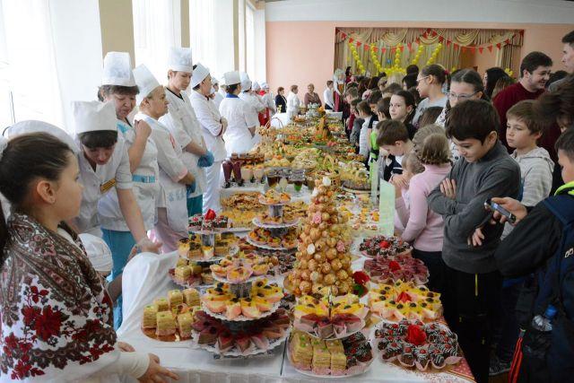 Повара ставропольских школ поучаствовали в выставке кулинарного мастерства