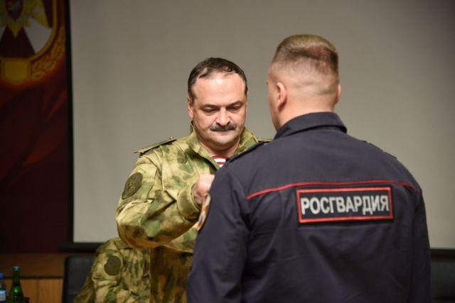 Сотруднику Росгвардии Ставрополья вручили госнаграду за задержание опасного преступника
