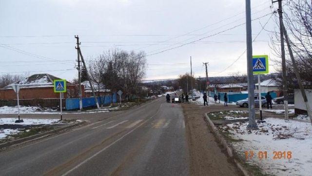 На Ставрополье под колёса автомобиля попала 14-летняя девочка