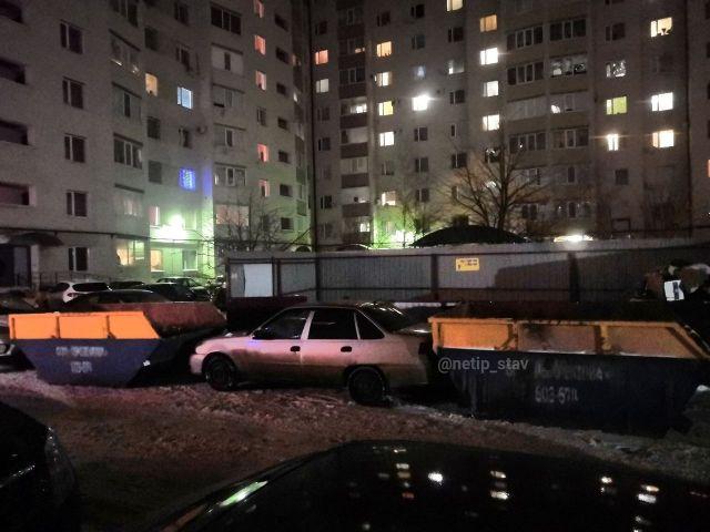 В Ставрополе мусоровозы заблокировали автомобиль «автохама»