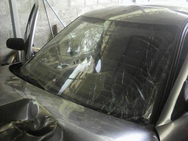 На Ставрополье легковушка врезалась в дерево, двое пострадавших
