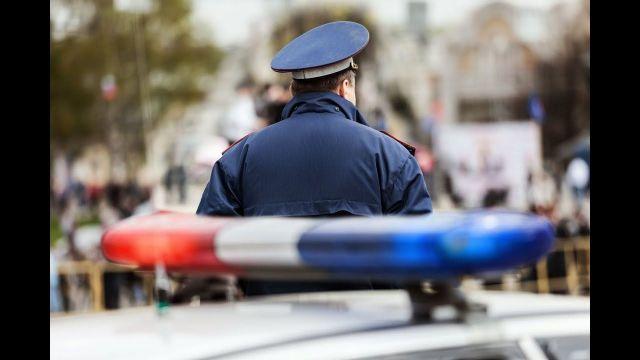 Ставрополец зажал руку полицейского в окне своей машины и протащил его по дороге