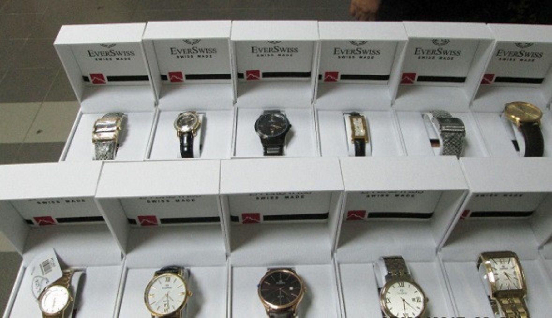 В аэропорту Минвод арестована крупная партия дорогостоящих швейцарских часов