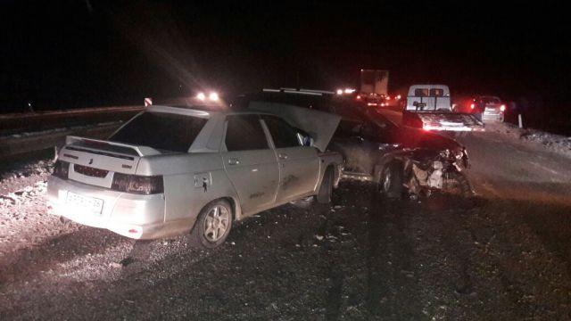 Вблизи Ставрополя из-за рассыпанного на дороге жома столкнулись девять автомобилей