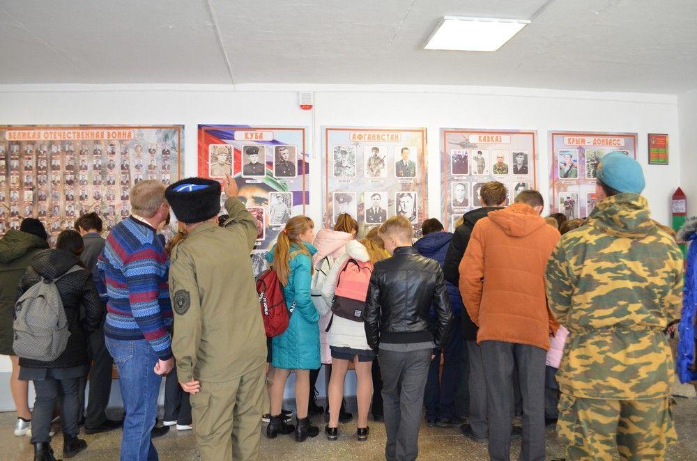 В посёлке Советское руно открылась выставка, посвящённая воинам-землякам