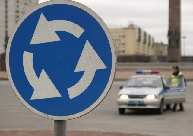 Вступили в силу поправки в ПДД, касающиеся проезда транспортных средств через перекрёстки с круговым движением