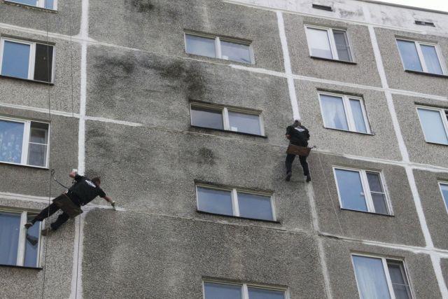 Жители ставропольской многоэтажки пожаловались на мокрые стены дома