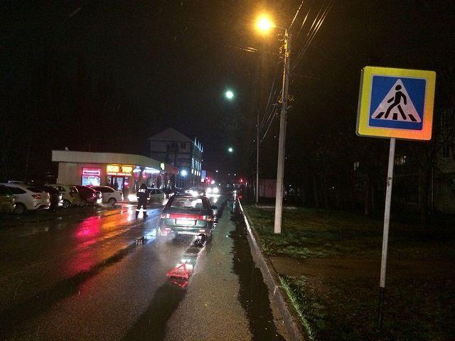 На Ставрополье водитель сбил мужчину с 6-летней девочкой на руках