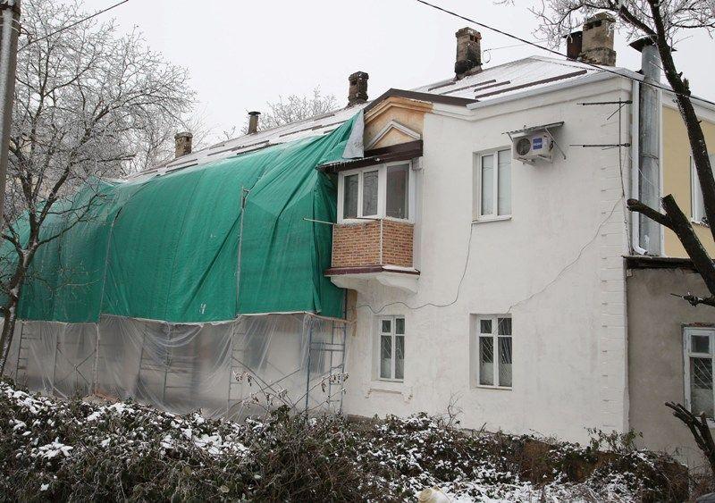 На улице Ермолова в Пятигорске завершается ремонт дома, пострадавшего от огня