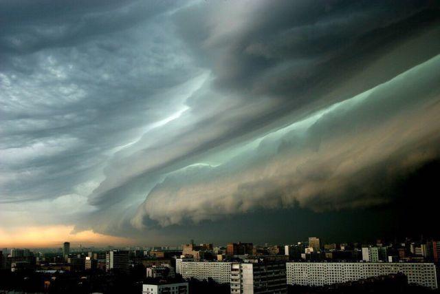Эксперты рассказали, каким регионам России угрожают град и ураганы
