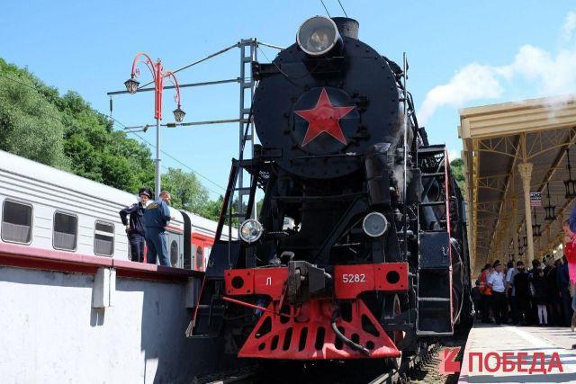 Ретро-поезд вызывал ажиотаж у жителей КМВ