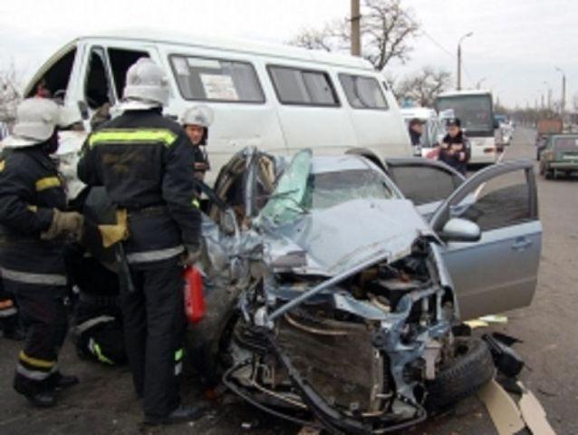 На Ставрополье легковушка врезалась в маршрутку, есть пострадавшие