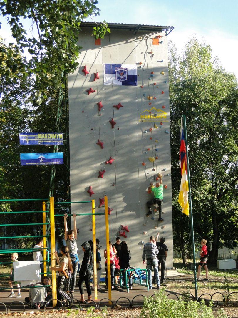 В Пятигорске открыли самый высокий в СКФО искусственный скалолазный тренажёр