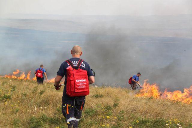 Пожарные и спасатели тушили крупный пожар под Ставрополем