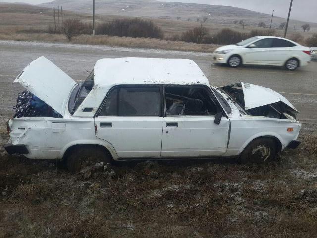 На Ставрополье перевернулся автомобиль, пострадали три человека
