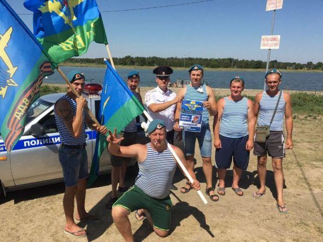 Десантники Ставрополья в свой профессиональный праздник призвали жителей и гостей региона соблюдать ПДД