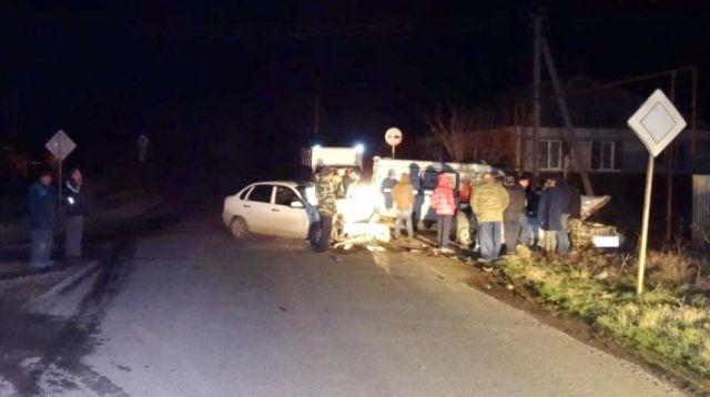 Лихач на Ставрополье вылетел на встречную полосу и столкнулся с автомобилем «Лада Калина»
