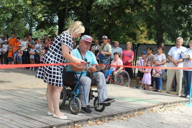 В Георгиевске появился тренажёрный уличный комплекс для инвалидов