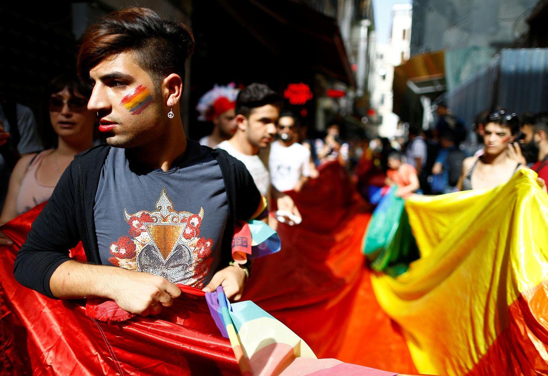Охоту нацеловавшихся вбаре геев объявили вДагестане