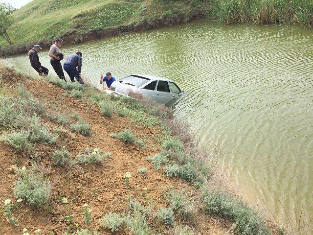 Из-за неправильной парковки на Ставрополье утонул автомобиль