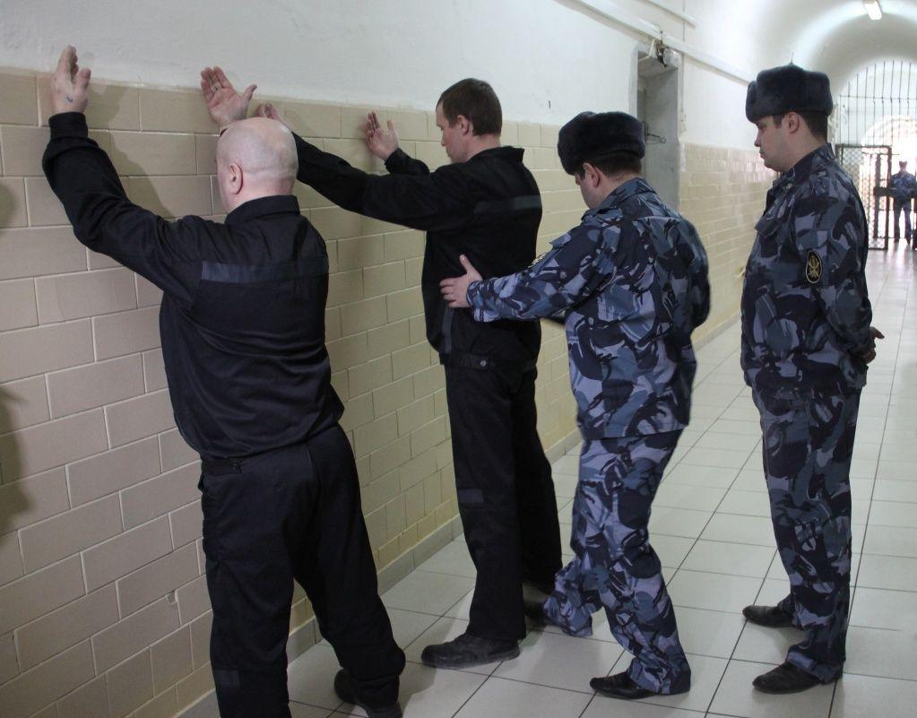 Замглавы ФСИН рассказал о планах запретить мобильную связь в колониях