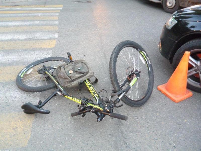 Шофёр «Ауди» сбил велосипедиста вцентре Ставрополя