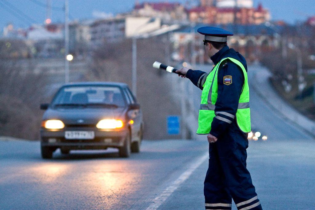 Заезду без мотошлема полицейский вНовоалександровском районе сломал мужчине ключицу