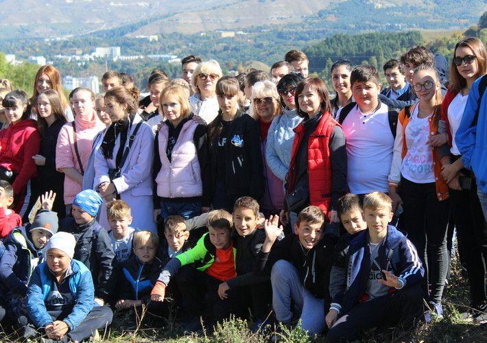 Около сотни ставропольцев поучаствовали в пешем походе в Кисловодске