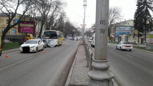Пассажир автобуса пострадал в тройном ДТП в Пятигорске
